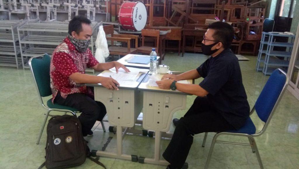 Ketua Komite Sedang Interview PTT