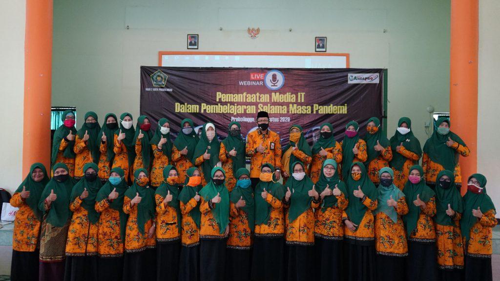 Bapak Kepala Madrasah bersama seluruh ibu dewan guru