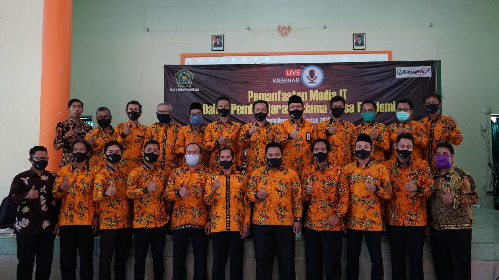Bapak Kepala Madrasah bersama seluruh bapak dewan guru