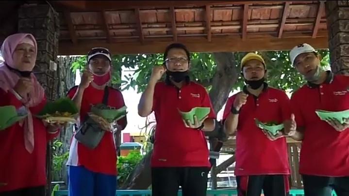 Makan Nasi Jagung bersama keluarga MandaPro Exist
