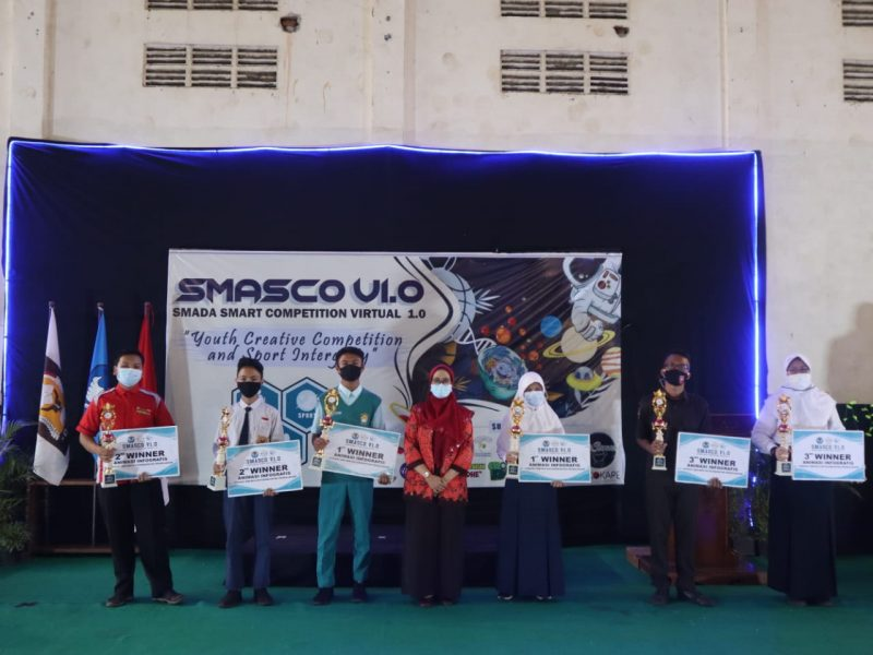 "Penyerahan Penghargaan Smasco V1.0 (Smada Smart Competition Virtual 1.0 ""Youth Creative Competition and Sport Integrity"" kepada Mohdi Siswa MandaPro Exist"